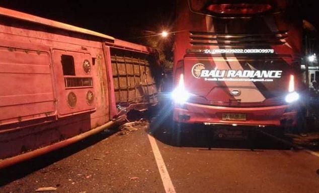 https: img.okezone.com content 2018 12 27 519 1996412 kecelakaan-2-bus-di-banyuwangi-renggut-3-korban-jiwa-Av20bZnDtV.JPG