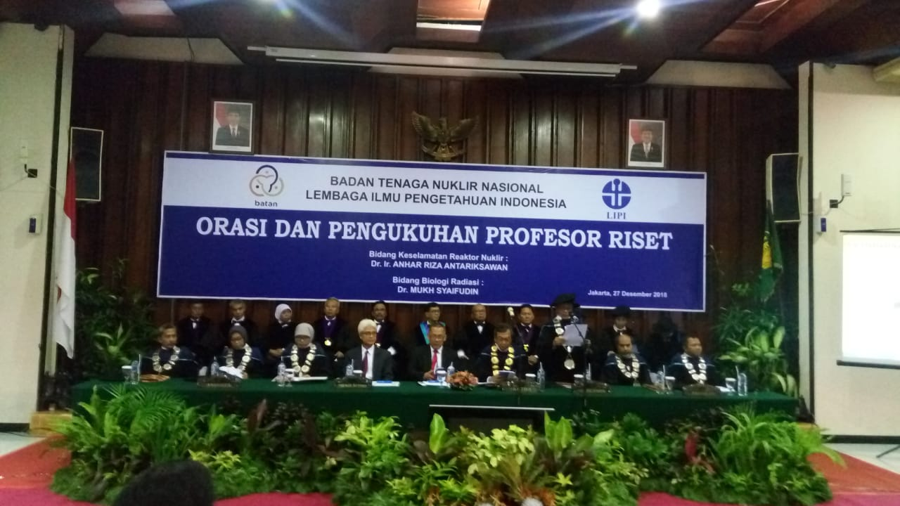 https: img.okezone.com content 2018 12 27 65 1996709 2-peneliti-batan-dikukuhkan-jadi-profesor-riset-nuklir-indonesia-VC5WPxMaYH.jpg