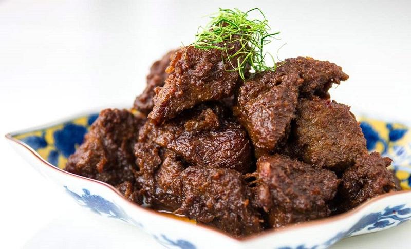 https: img.okezone.com content 2018 12 28 298 1996976 wajib-dicoba-5-rumah-makan-padang-paling-enak-di-jakarta-s3Dhbl9Xpu.jpg