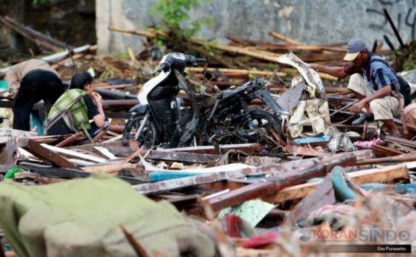 https: img.okezone.com content 2018 12 28 320 1997056 fakta-fakta-dampak-tsunami-banten-dan-lampung-apa-dampak-ekonominya-XIt94SV3ZQ.jpg