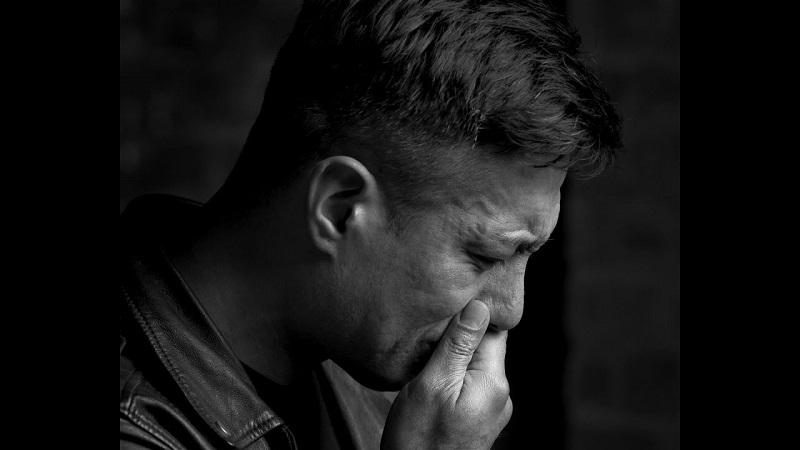https: img.okezone.com content 2018 12 28 481 1997090 kejadian-langka-pria-ini-menangis-darah-tanda-penyakit-apa-WqnHRBxohq.jpg