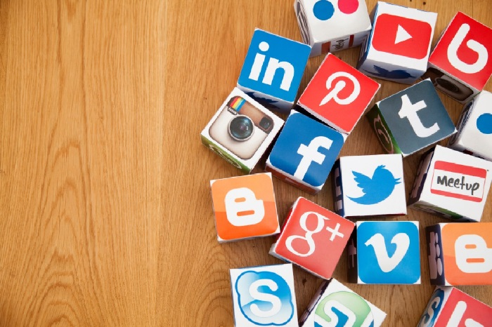 https: img.okezone.com content 2018 12 31 207 1998052 8-isu-paling-populer-di-media-sosial-2018-YJjuj11xOX.jpg