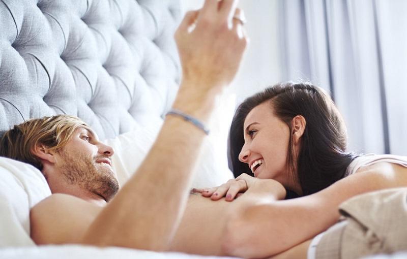 https: img.okezone.com content 2018 12 31 485 1998353 pasangan-baru-jangan-lupa-lakukan-7-hal-ini-setelah-berhubungan-seks-bSBlbMkT3N.jpg