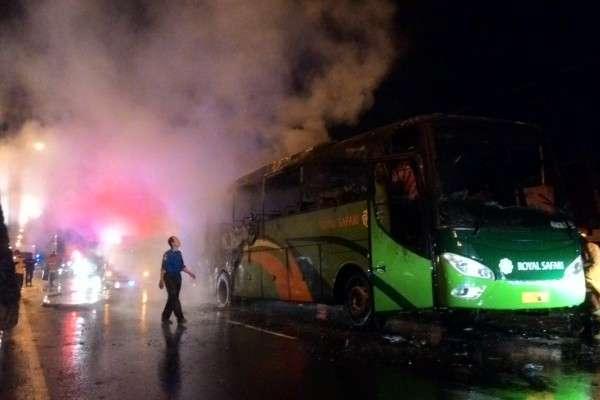 https: img.okezone.com content 2018 12 31 512 1998393 bus-terbakar-di-boyolali-40-penumpang-tunggang-langgang-selamatkan-diri-4CKUaOMDL8.jpg