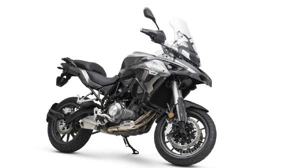https: img.okezone.com content 2019 01 02 15 1998907 motor-adventure-bermesin-500-cc-ini-akan-saingi-kawasaki-versys-GObz2M2dEk.jpg
