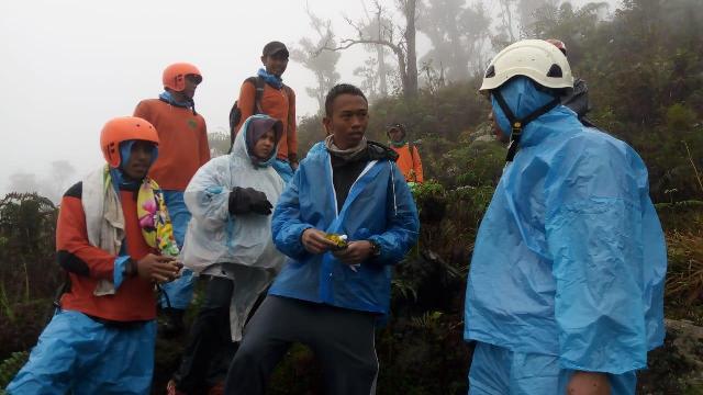 https: img.okezone.com content 2019 01 02 340 1999190 2-pendaki-yang-tersesat-di-gunung-bawakaraeng-berhasil-ditemukan-HLcI9JRBAH.jpg