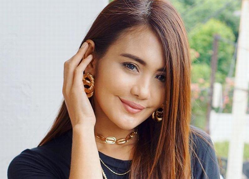 https: img.okezone.com content 2019 01 03 194 1999606 5-pesona-kecantikan-juliana-moechtar-janda-herman-seventeen-oHuUYZADkT.jpg