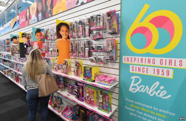 https: img.okezone.com content 2019 01 04 194 2000129 tak-menua-barbie-sambut-ultah-ke-60-tahun-KkLz5I0yy5.jpg