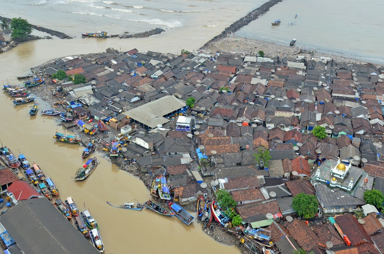https: img.okezone.com content 2019 01 05 337 2000465 pasca-tsunami-pandeglang-masuk-transisi-dan-lampung-selatan-perpanjang-masa-tanggap-darurat-cN8rotRNKi.jpg