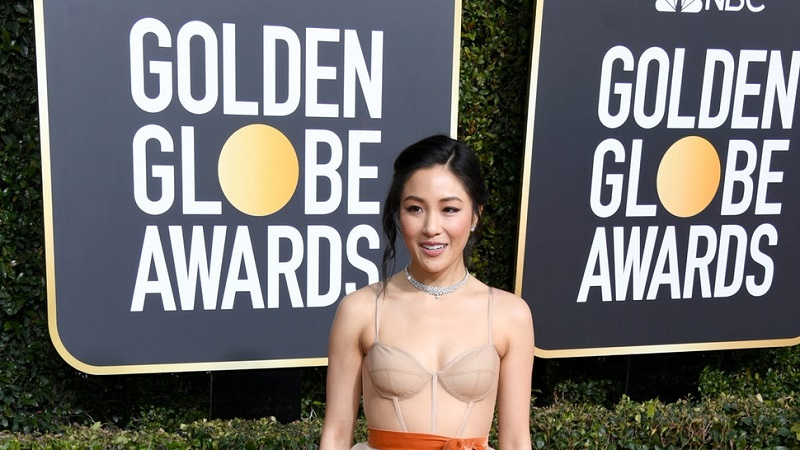 https: img.okezone.com content 2019 01 07 194 2001118 golden-globes-2019-lihat-penampilan-super-kece-para-bintang-crazy-rich-asians-AUBo6OOa1y.jpg