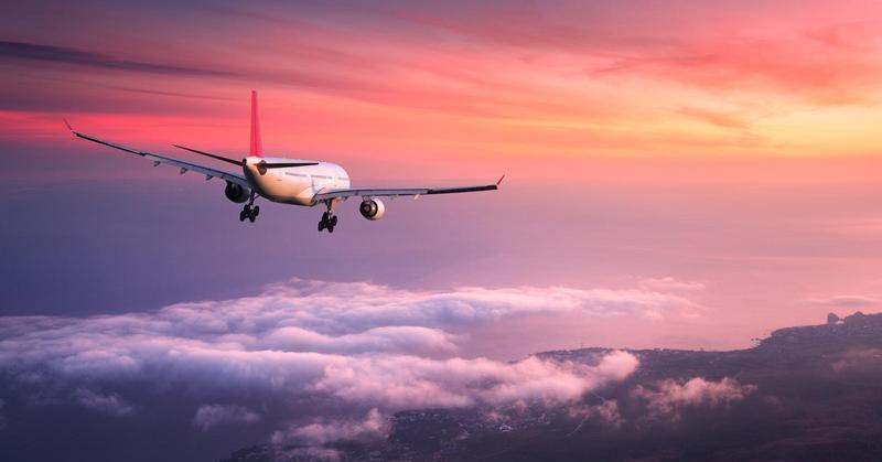 https: img.okezone.com content 2019 01 07 207 2001123 mengapa-powerbank-kapasitas-besar-tak-boleh-dibawa-dalam-pesawat-terbang-HqJvIQdcEo.jpg