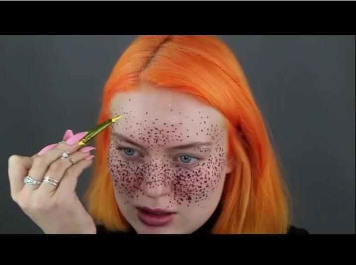 https: img.okezone.com content 2019 01 08 194 2001623 niat-hati-ingin-bikin-freckles-youtuber-ini-malah-mirip-boneka-chucky-7wIAHg7zbO.jpg