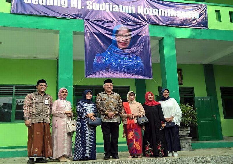 Nama Ibunda Jokowi Disematkan untuk Gedung Baru Pondok Pesantren, Ini Alasannya