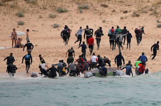 https: img.okezone.com content 2019 01 09 18 2002273 polisi-spanyol-tangkap-para-penyelundup-migran-ilegal-Sdp0mMt9Pk.jpeg