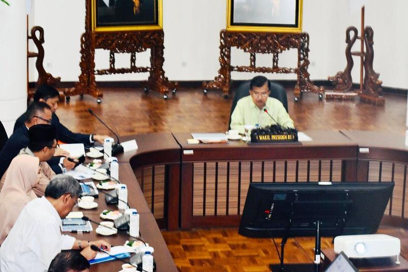 https: img.okezone.com content 2019 01 09 337 2002220 rapat-dengan-jk-gubernur-ntb-minta-pemerintah-fleksibel-bangun-lombok-pasca-gempa-yHl0zl1FpW.jpg