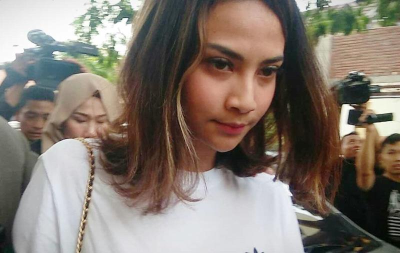 https: img.okezone.com content 2019 01 09 519 2001920 polisi-jerat-2-muncikari-prostitusi-online-vanessa-angel-dengan-pasal-berlapis-CyrdXH3Jc5.jpg