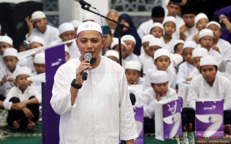 https: img.okezone.com content 2019 01 10 33 2002460 ustadz-arifin-ilham-bertolak-ke-malaysia-untuk-pengobatan-anak-mohon-doa-VqCrbrCSPU.jpg