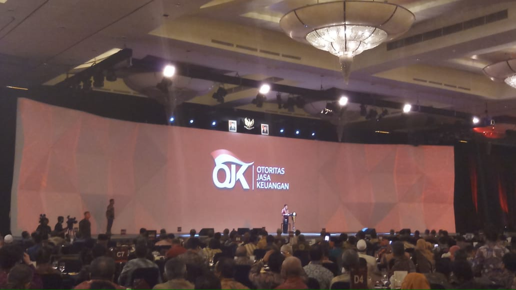 https: img.okezone.com content 2019 01 11 20 2003337 di-hadapan-pelaku-industri-jasa-keuangan-wapres-jk-kita-harus-optimistis-di-2019-1MlXKaCOxR.jpg