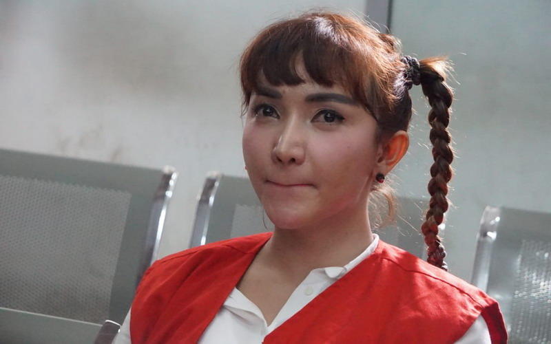 https: img.okezone.com content 2019 01 11 33 2003198 roro-fitria-bantah-terlibat-dalam-prostitusi-online-8OwnwSDqhJ.jpg