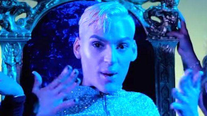 https: img.okezone.com content 2019 01 12 18 2003420 penyanyi-rap-gay-ditembak-mati-di-puerto-rico-zRroQzPp7S.jpg