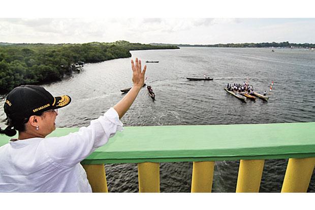 https: img.okezone.com content 2019 01 13 470 2003746 jembatan-leta-ora-ralan-permudah-mobilisasi-barang-dan-jasa-di-maluku-tenggara-barat-NCwnfdKIzJ.jpg