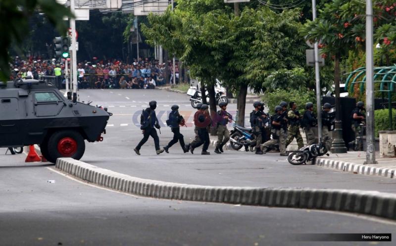 https: img.okezone.com content 2019 01 14 337 2003997 peristiwa-14-januari-serangan-bom-di-thamrin-gemparkan-indonesia-8eiVzBSWhB.jpg