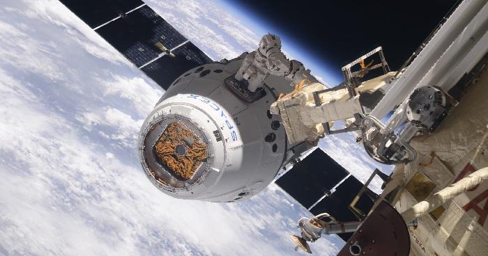 https: img.okezone.com content 2019 01 14 56 2004387 pesawat-luar-angksa-dragon-spacex-kembali-ke-bumi-ini-videonya-5UDUMtjUSv.jpg