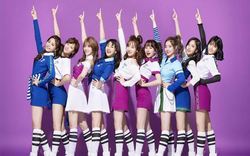 https: img.okezone.com content 2019 01 15 194 2004613 cantik-dan-seksi-bodyguard-girlband-korea-tak-kalah-dengan-sang-artis-pfVVvIvGdd.jpg