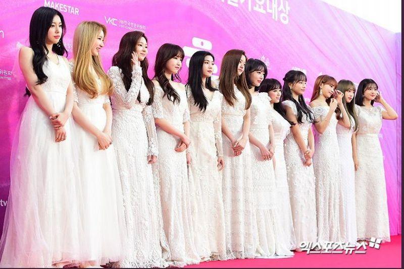 https: img.okezone.com content 2019 01 15 194 2004910 warna-monokrom-mendominasi-outfit-girlgroup-di-karpet-merah-28th-seoul-music-awards-bYSC6YUlJt.jpg
