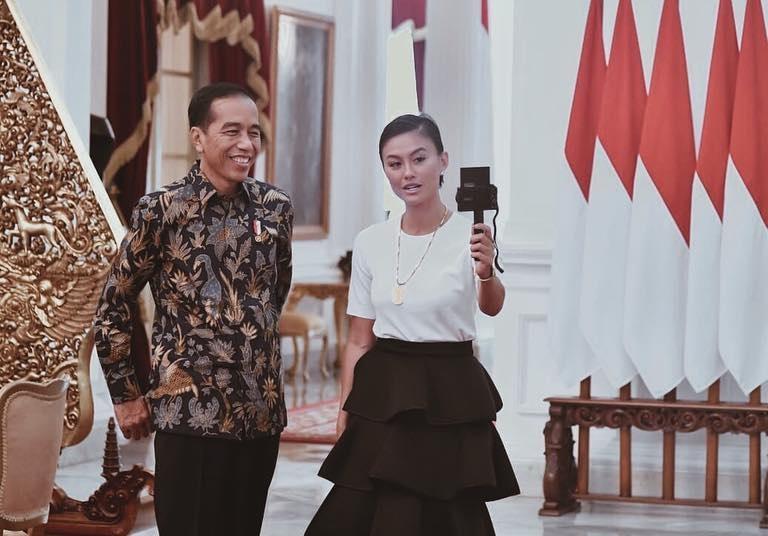 https: img.okezone.com content 2019 01 15 33 2004619 agnez-mo-habiskan-rp500-juta-untuk-penampilannya-saat-bertemu-presiden-jokowi-1e5YcFV5gy.jpg
