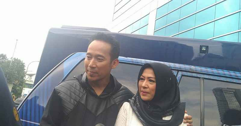 13 Tahun Menikah, Denny Cagur dan Istri Ternyata Masih ...