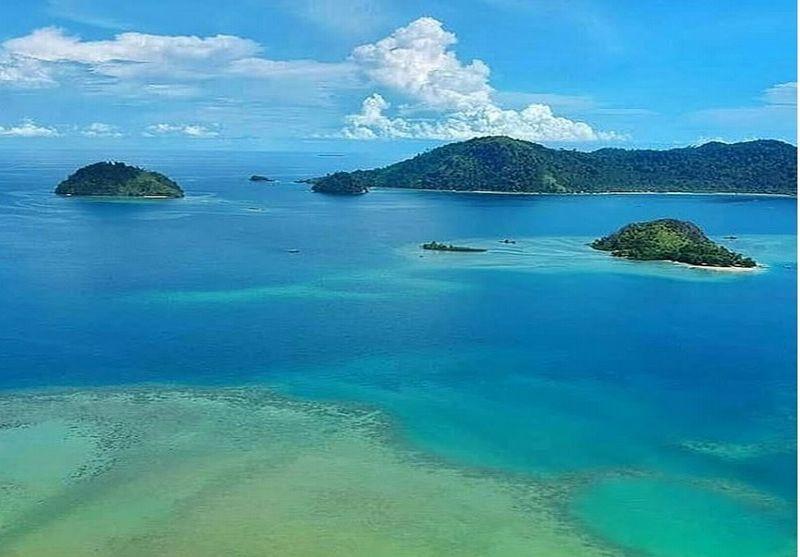 https: img.okezone.com content 2019 01 15 406 2004885 pesona-mandeh-raja-ampatnya-sumatera-barat-dOkI9teg7m.jpg