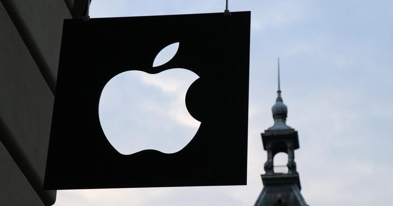 Dia menciptakan desain asli logo Apple dan juga menyusun kontrak serta manual Apple I.
