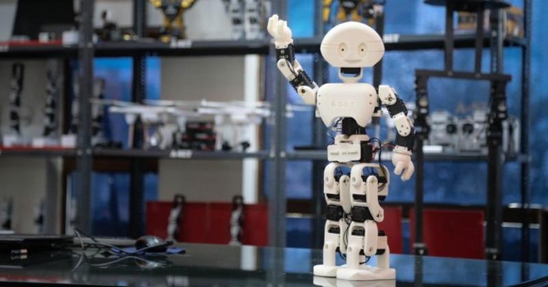 https: img.okezone.com content 2019 01 16 56 2005419 tak-hanya-manusia-robot-pekerja-juga-bisa-dipecat-VqcywiPbET.jpg