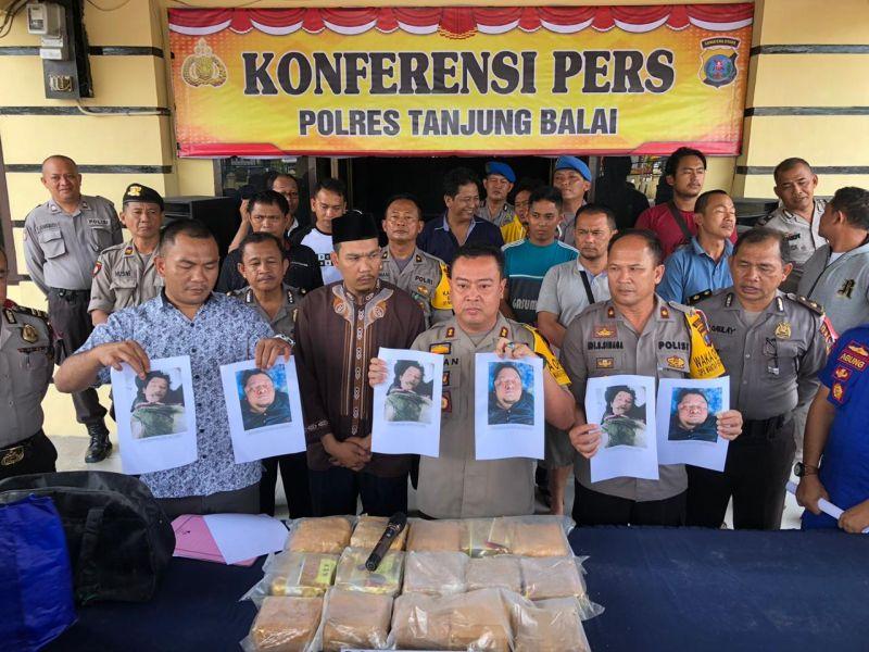 https: img.okezone.com content 2019 01 16 608 2005168 polisi-tembak-mati-2-anggota-sindikat-narkoba-jaringan-malaysia-15-kg-sabu-diamankan-AYkqXO2Drp.jpg