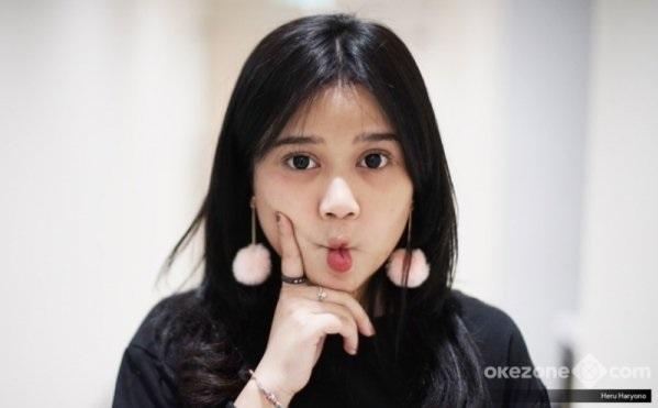 https: img.okezone.com content 2019 01 17 205 2005640 honor-sekali-manggung-rp40-juta-brisia-jodie-raisa-versi-murah-6hhJu9chl3.jpg