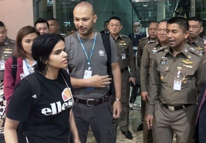 https: img.okezone.com content 2019 01 18 18 2006059 satu-lagi-perempuan-arab-saudi-melarikan-diri-dari-keluarga-dengan-memanfaatkan-medsos-E5GMk0xqnQ.jpg