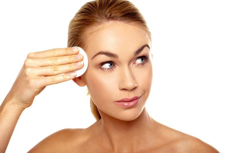 https: img.okezone.com content 2019 01 18 194 2006258 kulit-wajah-berminyak-ini-tips-jitu-agar-make-up-lebih-tahan-lama-7cbpmBxDZz.jpg