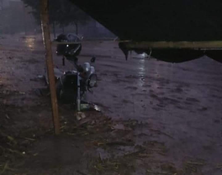 https: img.okezone.com content 2019 01 19 519 2006552 banjir-bandang-rusak-sejumlah-rumah-di-mojokerto-ternak-dan-motor-ikut-hanyut-PMcjYpomuL.jpg