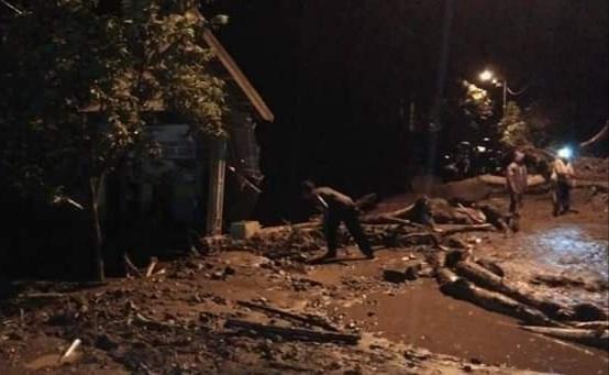 https: img.okezone.com content 2019 01 19 519 2006564 begini-dampak-kerusakan-akibat-banjir-bandang-di-mojokerto-Apr7ceoLX4.jpg