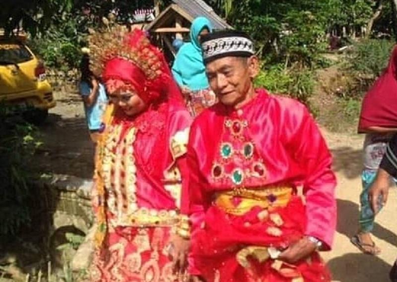 https: img.okezone.com content 2019 01 20 340 2006872 viral-romantisnya-kakek-umur-70-tahun-nikahi-wanita-muda-tt9yCmkeZn.jpg