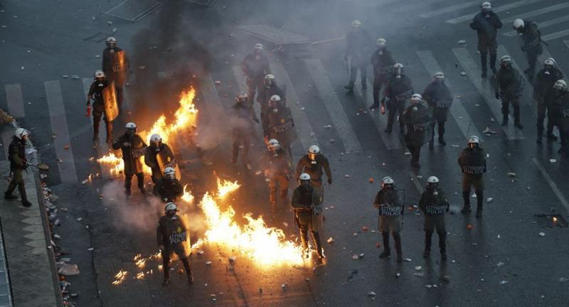 https: img.okezone.com content 2019 01 21 18 2007388 aksi-protes-yunani-atas-penamaan-makedonia-diwarnai-kekerasan-5eKUTiF4MG.jpg