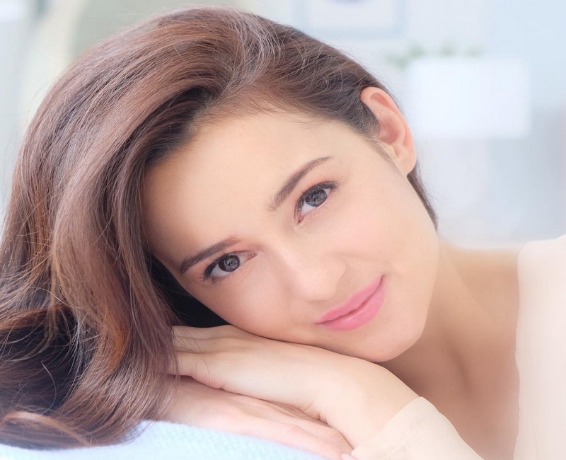 https: img.okezone.com content 2019 01 21 194 2007175 pesona-julie-estelle-aktris-cantik-yang-fotonya-diunggah-gading-marten-kJlGklT2lB.jpg