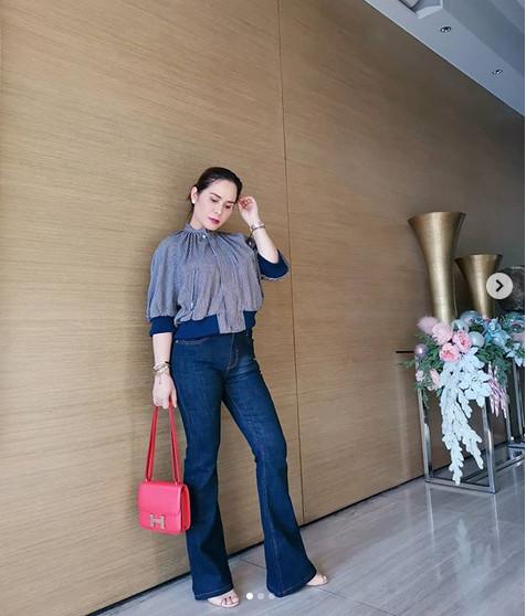 https: img.okezone.com content 2019 01 21 194 2007257 intip-5-gaya-istri-manny-pacquiao-yang-doyan-tenteng-tas-hermes-4j9K4PDIav.jpg