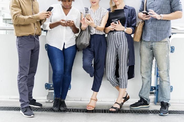 https: img.okezone.com content 2019 01 24 207 2008978 milenial-cenderung-tertarik-brand-yang-aktif-di-media-sosial-Z5AmaDqu3m.jpg