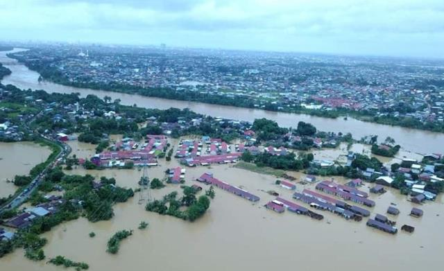 https: img.okezone.com content 2019 01 24 340 2009053 bnpb-salurkan-dana-siap-pakai-rp1-15-miliar-untuk-korban-banjir-sulsel-XSCETMIJA7.jpg