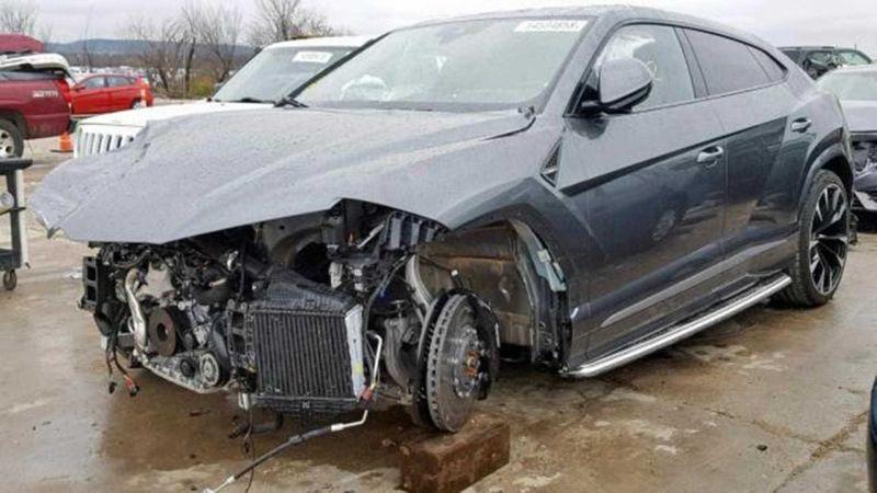 https: img.okezone.com content 2019 01 25 15 2009420 mobil-bekas-kecelakaan-tanpa-roda-dijual-rp1-6-miliar-jVEiy7wi5G.jpg