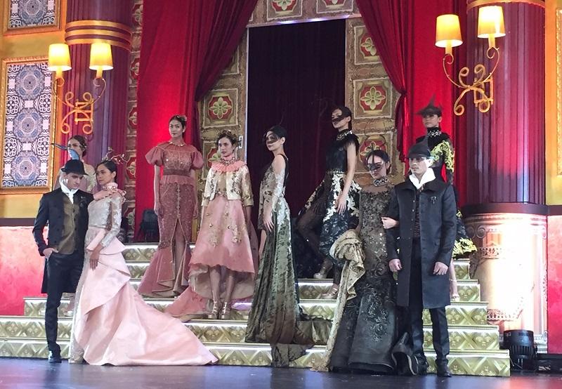 https: img.okezone.com content 2019 01 25 194 2009563 glamor-ala-crazy-rich-asian-persembahan-rudy-chandra-di-panggung-gorgeous-10-J8YyQkeFo4.jpeg