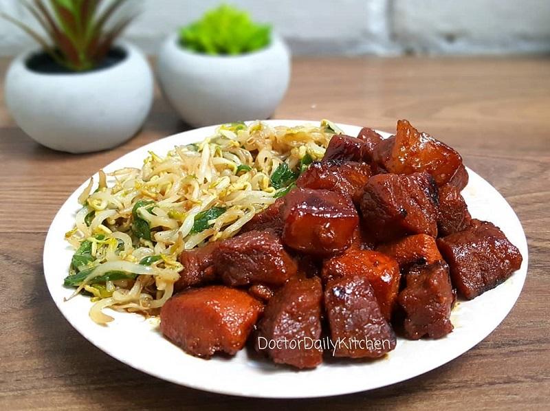 https: img.okezone.com content 2019 01 25 298 2009381 makan-siang-dengan-sajian-beef-teppanyaki-dan-cah-kangkung-enaknya-nampol-UeQQ2rhWbw.jpg