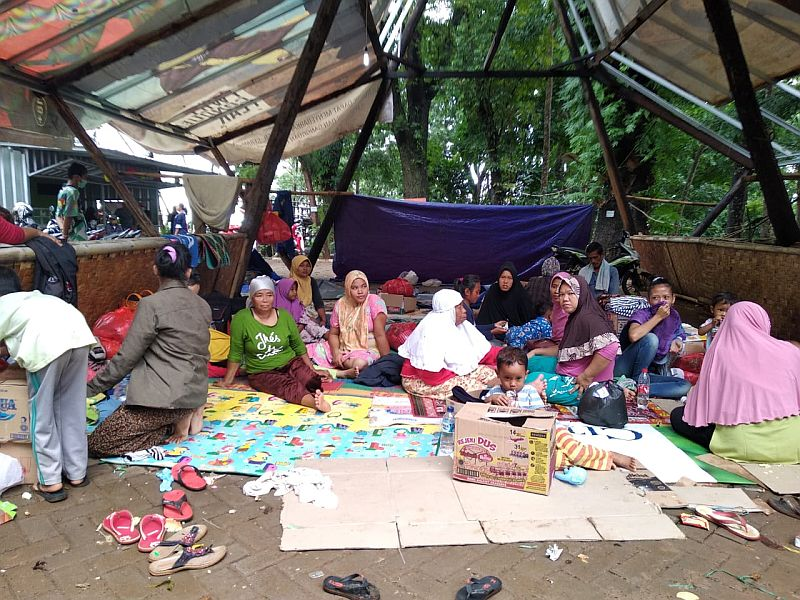 https: img.okezone.com content 2019 01 26 340 2009840 bantuan-untuk-korban-tsunami-banten-masih-terus-mengalir-L8e5frUzxe.jpg